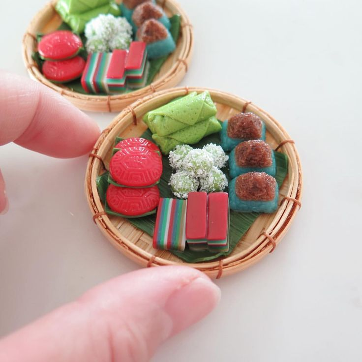 """""""Customised Peranakan Kueh Platters for a corporate gift order 😊  #MiniatureAsianChef #singapore #sg #miniature"""