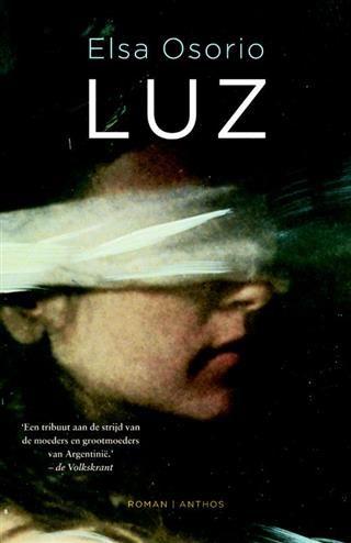 Luz  Description: Luz is een indrukwekkend verhaal over de zoektocht van een jonge Argentijnse vrouw naar haar verleden en afkomst. Ze groeit op in een rijke familie die in de jaren zeventig een belangrijke rol speelt tijdens het Argentijnse dictatoriale regime. Op twintigjarige leeftijd begint ze te vermoeden dat ze net als veel andere kinderen in de gevangenis is geboren en bij haar echte ouders politieke gevangenen is weggehaald. Ze begint aan een emotionele zoektocht die ze tot het…
