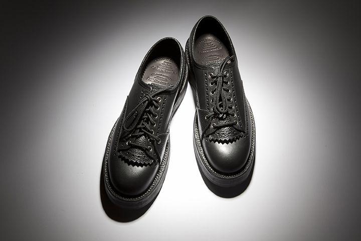 ミリタリー要素が取り込まれた〈フット・ザ・コーチャー〉から5モデルが新登場!   国内外の上質な素材を使用した革靴を展開するシューズブランド〈フットザコーチャー(foot the coacher)〉から、新たに5モデルが登場。現在発売中(一部モデルを除く)。    今回発売されたのは、古典的なカントリーシューズの堅牢な作りをベースに、ミリタリー要素を取り入れた「カントリーマンナー」。アッパー材には通常のものと比べ厚めのものを使用したほか、グッドイヤーウェルト製法で...