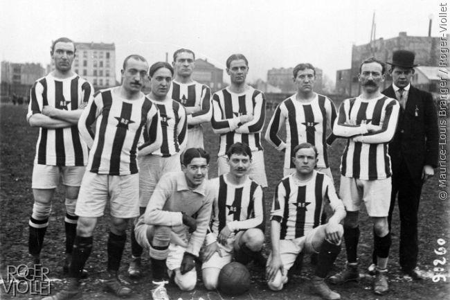 Match de football Red Star contre Club Sportif Herviers. Equipe du Red Star, 1913.
