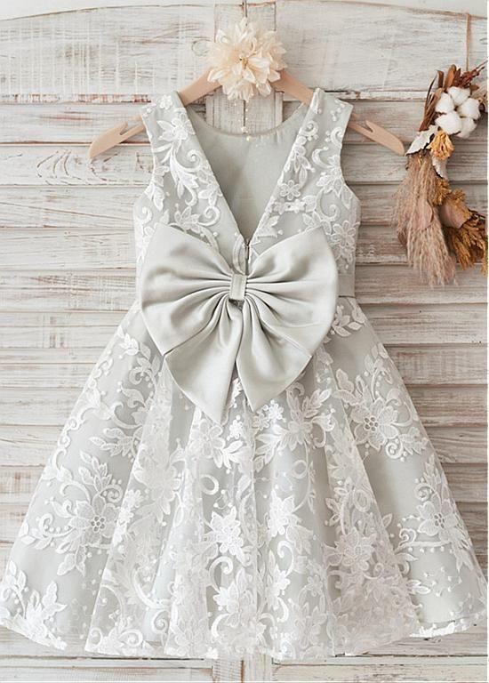 Amazing Lace und Satin Scoop Neckline Knielang von MeetBeauty auf   – Flower girl dresses