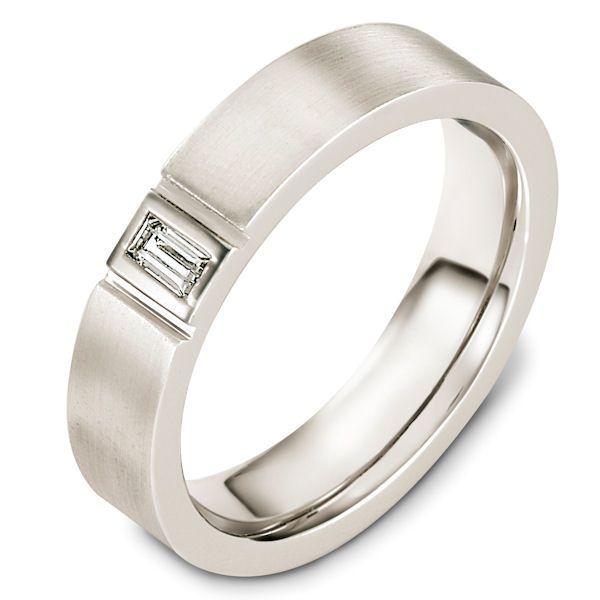 alianza de boda en oro blanco con diamante central en talla marquesa | alianzas personalizadas