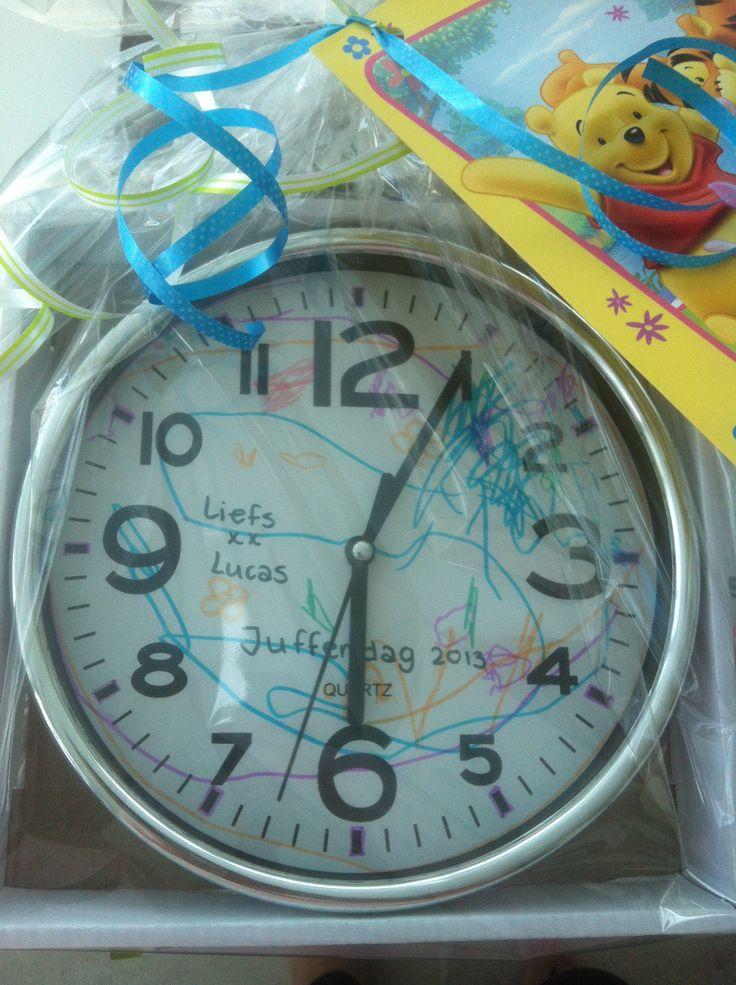 Origineel kado voor leidsters van Kdv of de juffen! Achtergrond uurwerk versierd door tekening!!