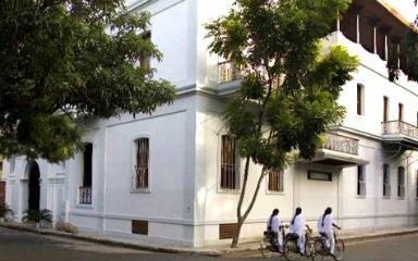 Le Dupleix, Pondicherry, India Built in the 18th century for the Mayor of Puducherry (Pondicherry), this colonial villa is now Le Dupleix boutique hotel featuring 14 individually decorated suites. The Governor Lounge is a garden restaurant serving Indian, Continental and French cuisine.