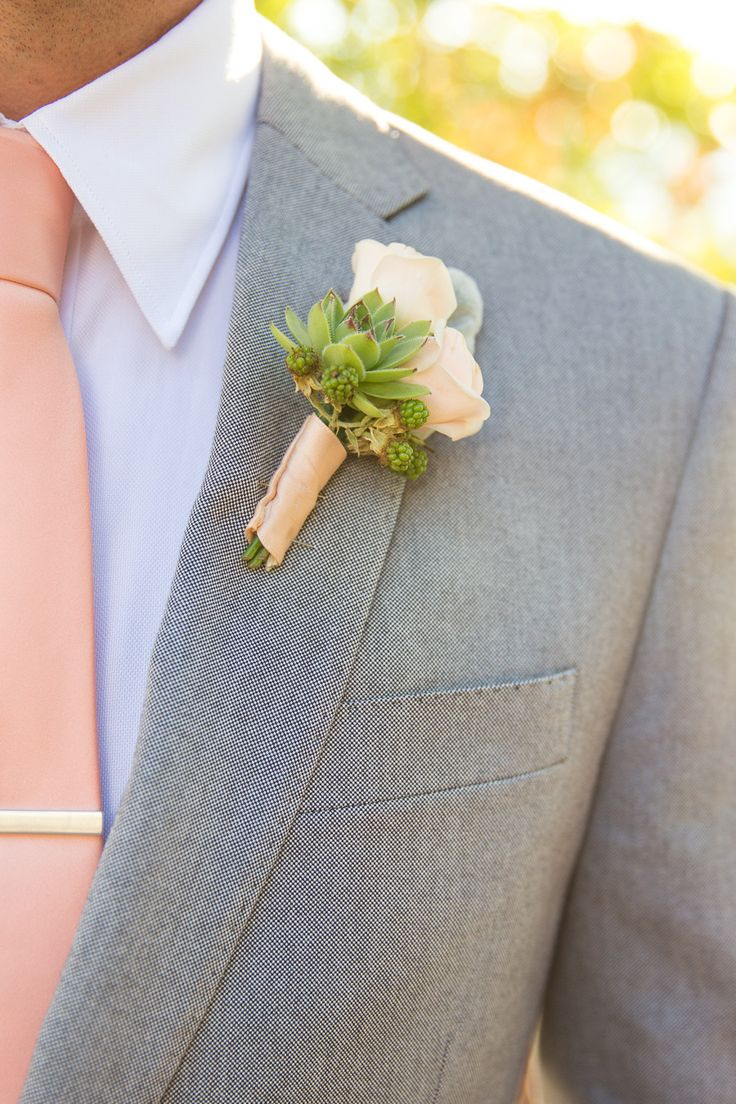 Peach tie and boutonniere for the groom! #peach #wedding #groom