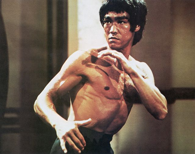 Popular Mechanics: The Science of the One-Inch Punch. Physiology and neuroscience combine to explain Bruce Lee's master move!
