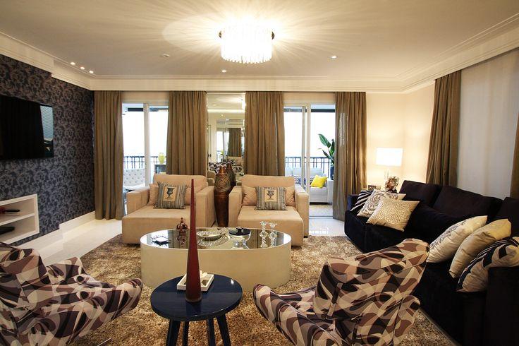 sala de estar, papel de parede arabesco, poltronas, inspiração, decoração sala, decoração apartamento. Projeto de Arquiteta Cristiane Vassoler