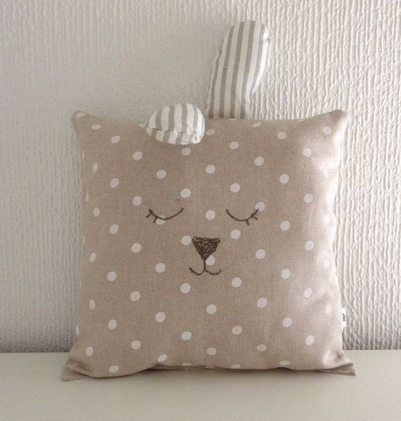 Sleepy rabbit #handmade #pillow di kushinihome on Etsy, €18.50