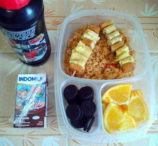 Attar's lunch box (11AUG15) : fried rice with chicken nuggets and omelette satay, mini Oreos, sunkist orange, choco milk and mineral water.  Happy Tuesday! Xxx