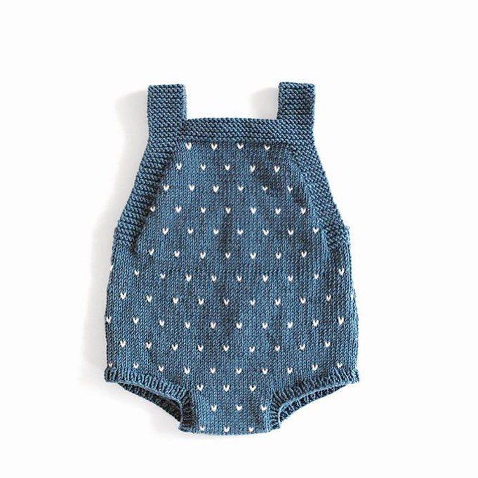 """1,250 Synes godt om, 61 kommentarer – Charlott Pettersen (@ministrikk) på Instagram: """"Reader's mini knit.     Guttestrikkebokaromperen har fått lus hos @by_fr90, og vi elsker det!…"""""""