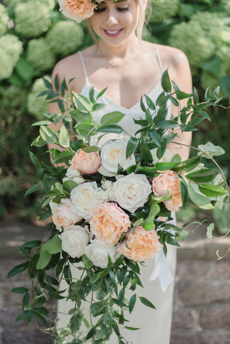 Made by Hana Events, Toronto Wedding Planner, boho, wedding, backyard wedding, outdoor wedding, bride, groom, jewish wedding, hora, horrah, www.madebyhanaevents.com , bouquet, boho bride,