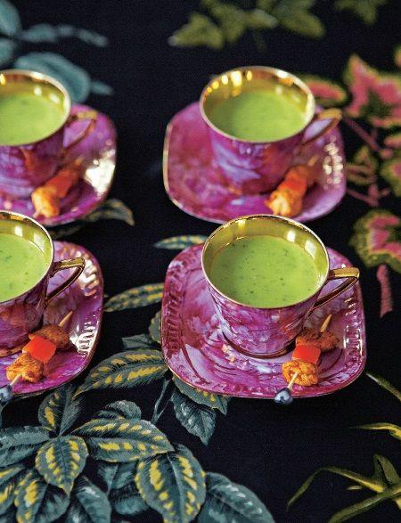 """Een verrassend recept - kipspiesjes met doperwten-waterkerssoep - uit een minstens zo verrassend boek. Kijk hier voor meer bijzondere creaties uit """"Het vintage tea party jaar"""" van Angel Adoree: http://www.fontaineuitgevers.nl/wp/wp-content/uploads/9789059564961-Het-Vintage-Tea-Party-Jaar.pdf"""