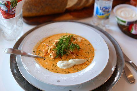 Ni önskade recept på soppan in tidigare inlägg. Vi serverade denna som förrätt till kräftorna. Denna finns på bloggen sedan tidigare- men här kommer den igen. Det här behöver du till 6 stora förrätter: 2 stor gula lökar 20 stkörsbärstomater 1 msk olivolja 2 msk tomatpure 4 msk hummerfond 6 … Läs mer
