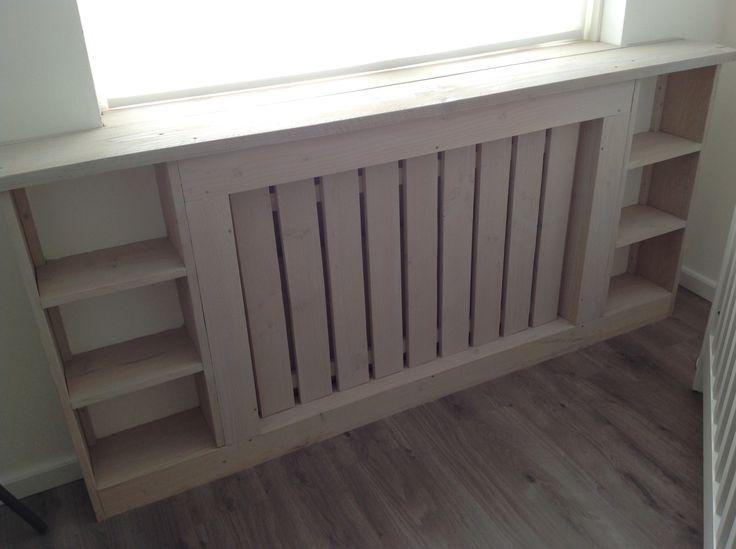 Ombouw radiator op kinderkamer met leuke vakken erin