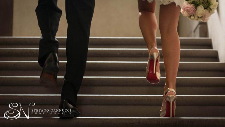 Wedding couple walking to the ceremony #weddinginflorence #weddingphotographer #palazzovecchio #florence