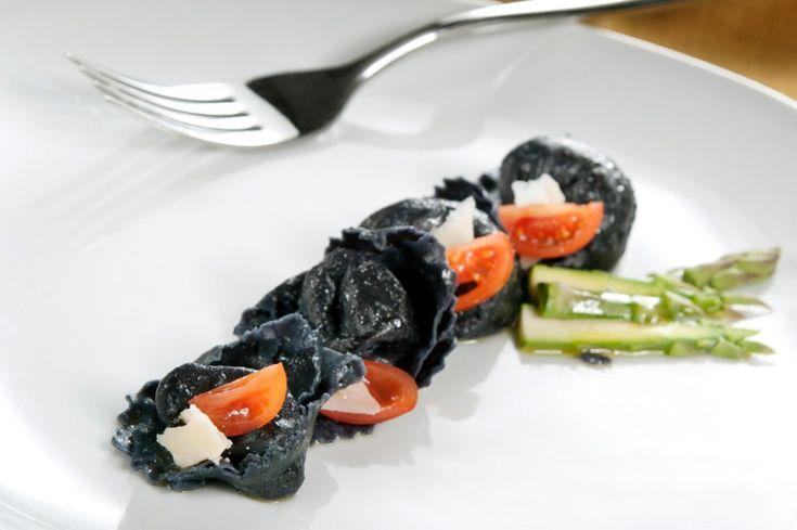 Cappellacci al nero di seppia e astice ricetta