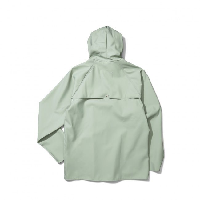 The Anker Classic is a two-pocket raincoat, made in collaboration with traditional danish rainwear manufacturer Elka Regntøj.  -90% PVC, 10% Polyester  -Regular fit -Ventilation holes cut on inside  -Welded seam finishing -Made in Lithuania