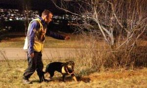 Leteaksjon mann(68), Hundefører Bård Erik Flatin med redningshunden Helga