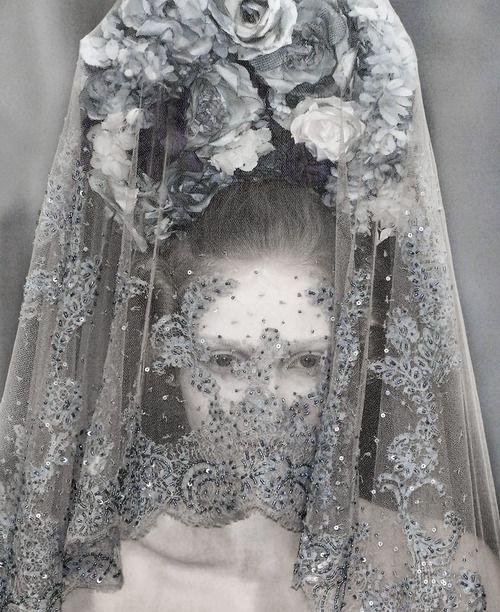 Detail of a veiled Anna Barsukova at Alexander McQueen S/S 2007