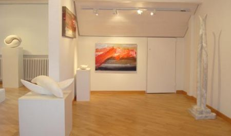 Tiene una mostra delle sue sculture presso la Galerie für Gegenwartskunst a Bonstetten, Svizzera http://musapietrasanta.it/content.php?menu=artisti