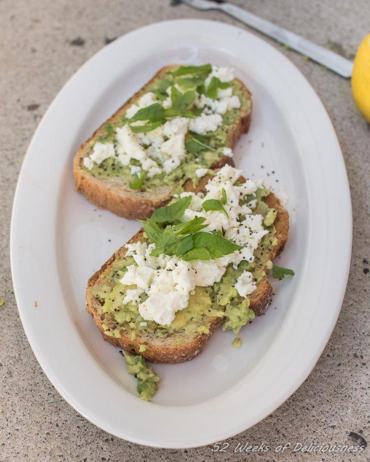 Avokadotoast // Avocado Toast Food & Style Anne Pfitzner, 52 Weeks of Deliciousness Photo Anne Pfitzner www.maku.fi