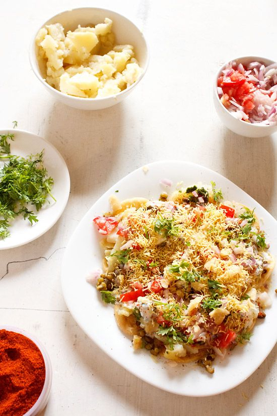 dahi papdi chaat recipe - a popular chaat snack which is sweet, spicy and tangy. step by step recipe.