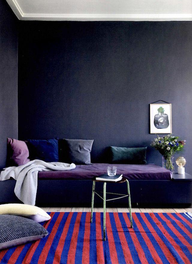 20 Interiors Using Pantone S 2018 Ultra Violet Going Dark Moody Rh Pinterest Com