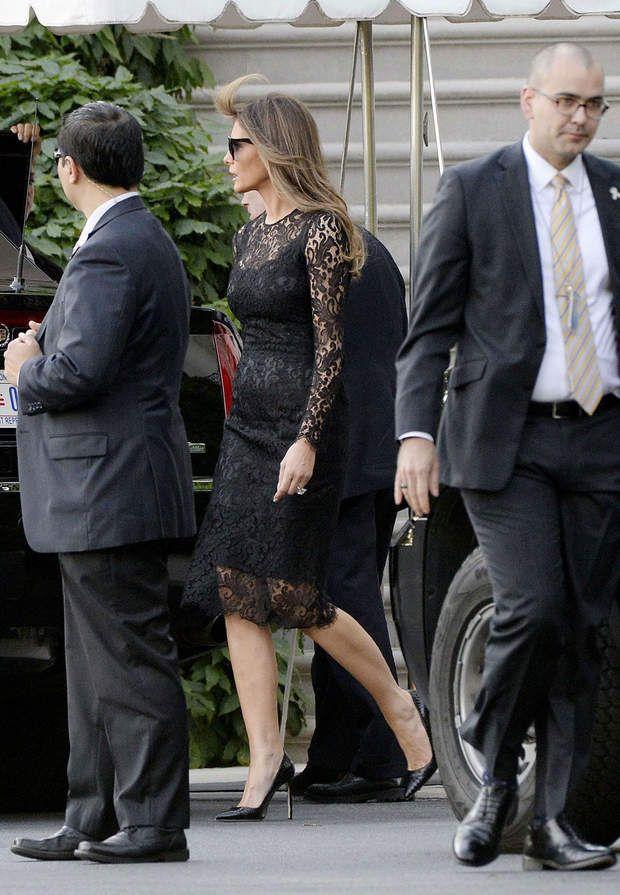 Melania Trump fait monter la température en robe noire en dentelle transparente.