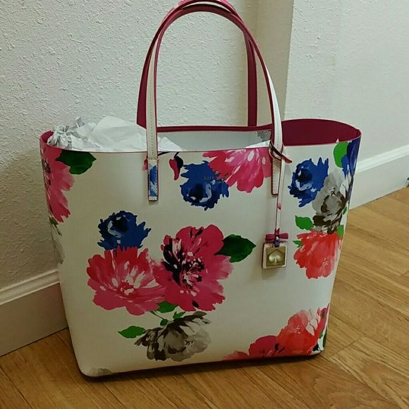 """Final price!NWT Kate Spade purse Brand new with tags. Comes with the keychain. 14""""x15""""x6"""". Please do not bundle, thank you for understanding :) kate spade Bags"""