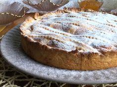 Una spettacolare crostata con farina di farro senza burro farcita con una crema…