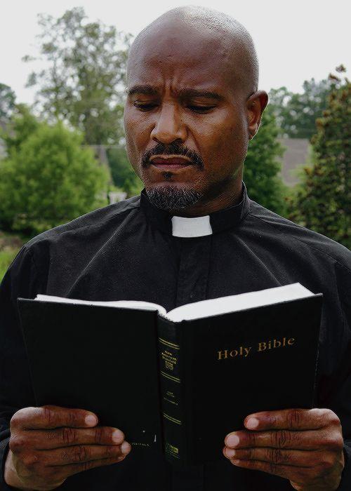 """The Walking Dead Season 6 Episode 7 """"Heads Up"""" Father Gabriel"""