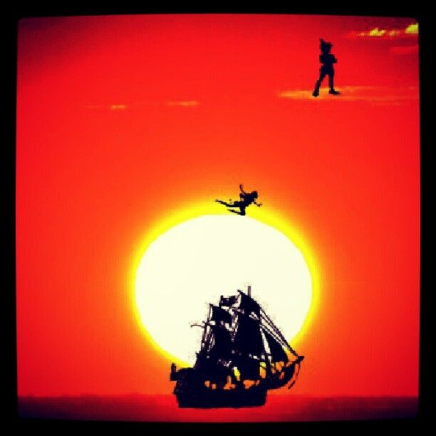 Peter Pan, Tingeling og Kaptein Krok med skip. #peterpan #tingling #pirates #ship #sunset #insta_underdog - @69kjetil- #webstagram