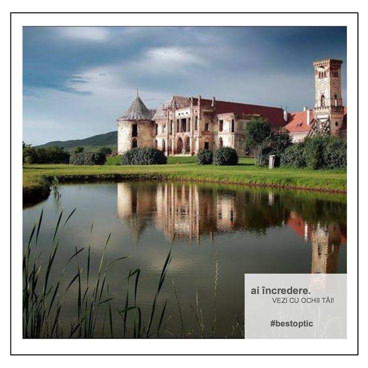"""Castelul Banffy de la Bonțida. Este cel mai mare castel din Transilvania, fiind una dintre atracțiile baroce majore din România. Tot aici se desfășoară anual și festivalul de muzică """"Electric Castle"""". Domeniul de la Bonțida a fost donat familiei Bánffy de către regele Sigismund de Luxemburg în anul 1387."""