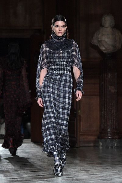 Givenchy Menswear Fall/Winter 2017 - Kendall Jenner's Best Model Moments - Photos