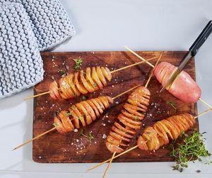 Poteter på pinne eller spiralpoteter er en ny vri på potetserveringen. Enkle å tilberede og en garantert suksess, spesielt blant de yngste.