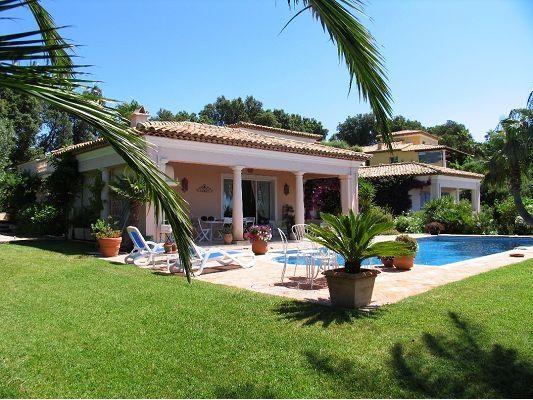 Magnifique propriété à vendre chez Capifrance à Sainte Maxime !     Villa de 340 m², 7 picèes dont 4 chambres !     Plus d'infos > Eric Sabo, conseiller immobilier Capifrance.
