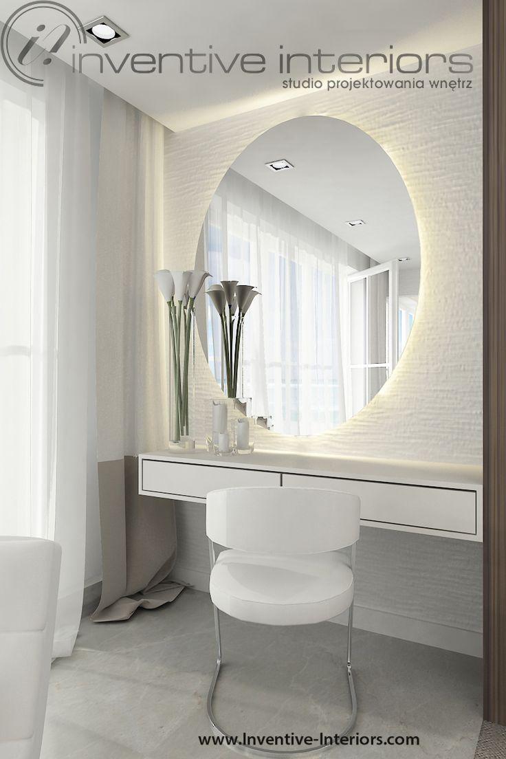 Projekt domu z widokiem Inventive Interiors - toaletka w sypialni z owalnym lustrem