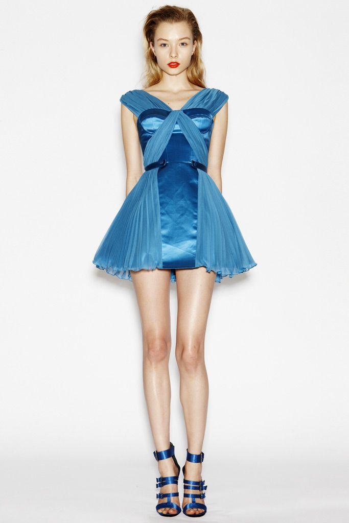 Model: Aleksandra Tsyganenko for Versus Fall 2010   Via: ilivebytherulesoffashion