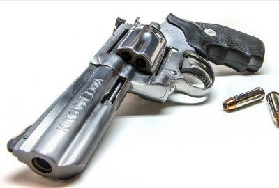 銀の銃 コルト・キングコブラの壁紙 | 壁紙キングダム PC・デスクトップ版