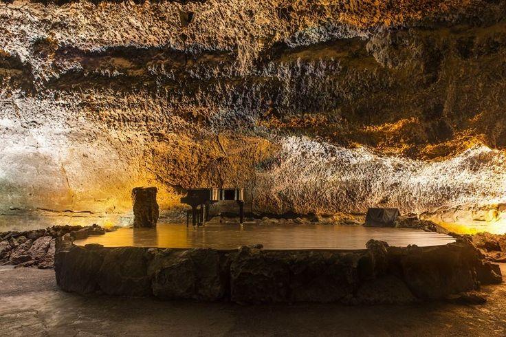 Si visita Lanzarote, no se pierda la oferta cultural habitual en el auditorio de la Cueva de los Verdes. ¡Impresionante!