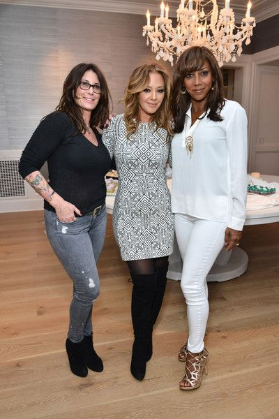 Leah Remini Photos - Kym Gold, Leah Remini and Holly Robinson Peete attend the Stella & Dot Trunk Show to benefit The HollyRod Foundation on April 7, 2016 in Encino, California. - Stella & Dot Trunk Show To Benefit The HollyRod Foundation