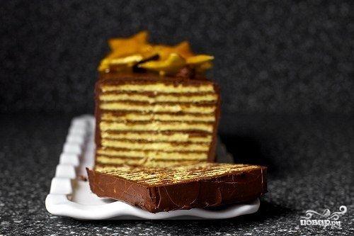 Венгерский торт Добош - это невероятно вкусный слоеный торт, покрытый нежной шоколадной глазурью. Приготовить его довольно просто. Куда сложнее остановиться, когда попробуешь :)