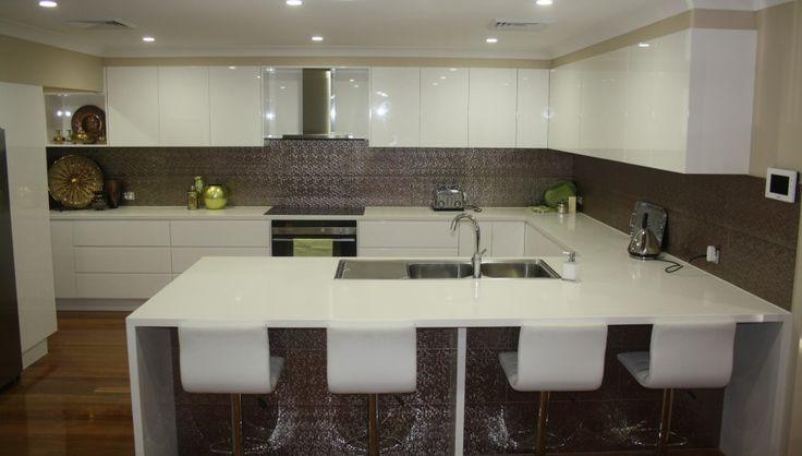Polyurethane & Caesarstone Kitchen | Powney Supreme Kitchens ...