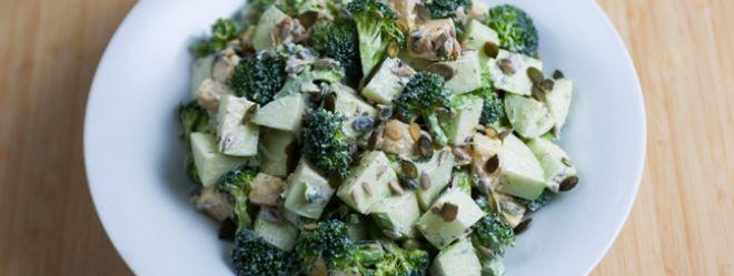 Zeste   Salade de pommes vertes, brocoli et cheddar de Caroline McCann