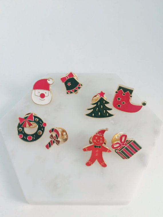 Christmas special edition collar pins! Wear them to Christmas parties or family gatherings this Xmas!  Style 1- Santa x Xmas Bell Style 2- Xmas Tree x Stocking Style 3- Xmas wreath x Candy Cane Style 4- Ginger Bread x Xmas Gift (If you wish to pick different pin combination, simply send us a message)  Pin size approx: 10 x 25 mm Material: Gold plated metal  Ready to ship internationally from Sydney Australia  All shipments are packed in its original design Kizuna packaging suitable for gifts…