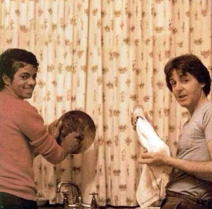 Michael Jackson washing dishes with Paul McCartney
