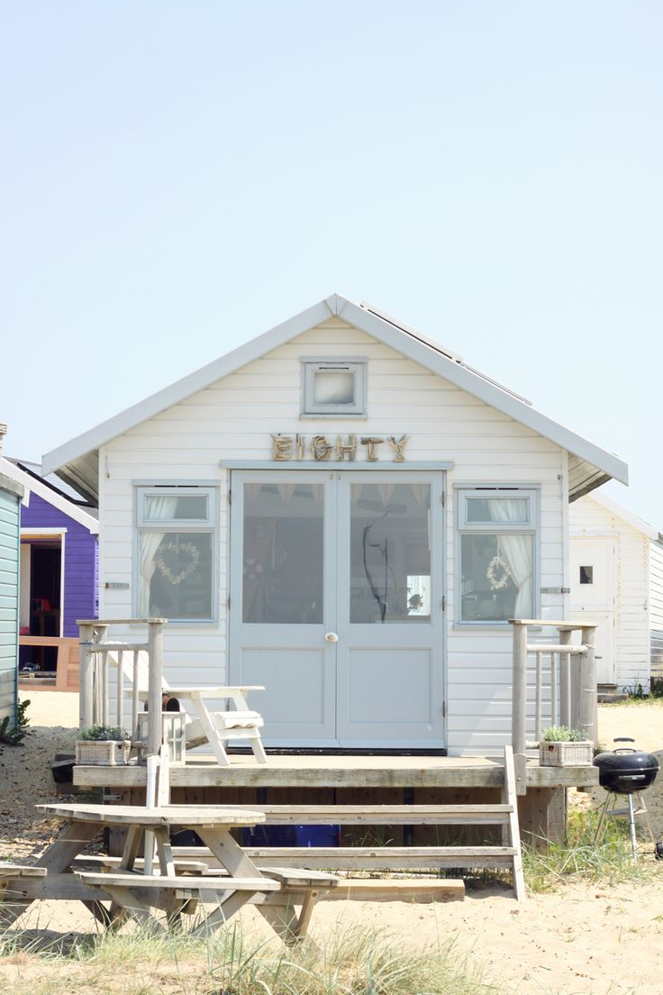 17 best ideas about beach hut decor on pinterest for Beach hut designs