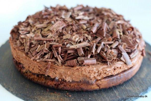 Her følger en virkelig nem og fantastisk god opskrift på den syndige chokoladekage Gateau Marcel som bl.a. blev kendt fra Den Store Bagedyst.