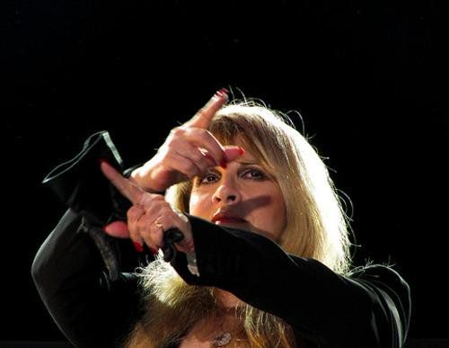 Stevie onstage  ~ ☆♥❤♥☆ ~    performing 'Go Your Own Way' ~  ♪♫♪♫♪ ... you can go your own way ..  ♪♫♪♫♪, using her hands and pointer fingers very expressively