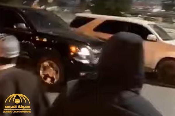 شاهد أربعة شبان يعترضون المركبات في تبوك Vehicles